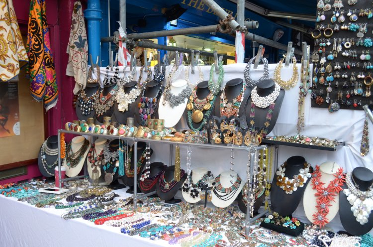 Feira Porto Bello Road Market