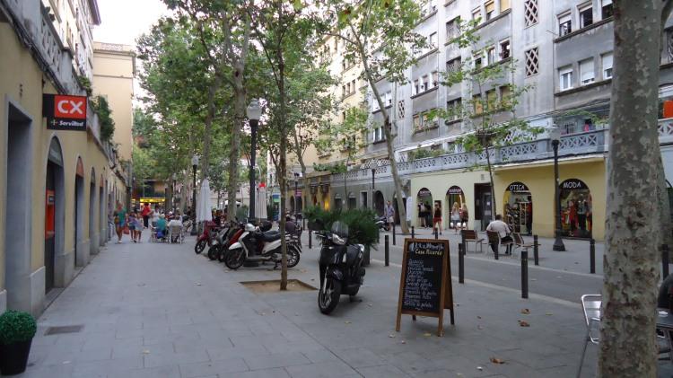"Calçadão entre ""Mall de La Barceloneta!"" e Platja Barceloneta."